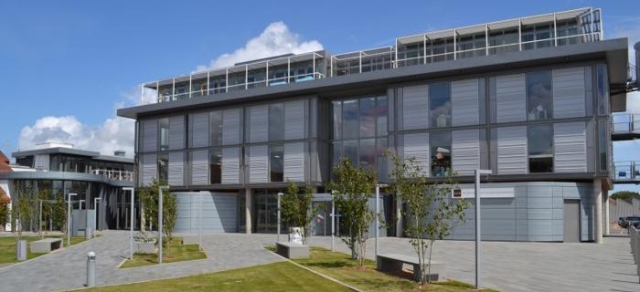 波恩茅斯大学_Bournemouth University照片-中英网UKER.net